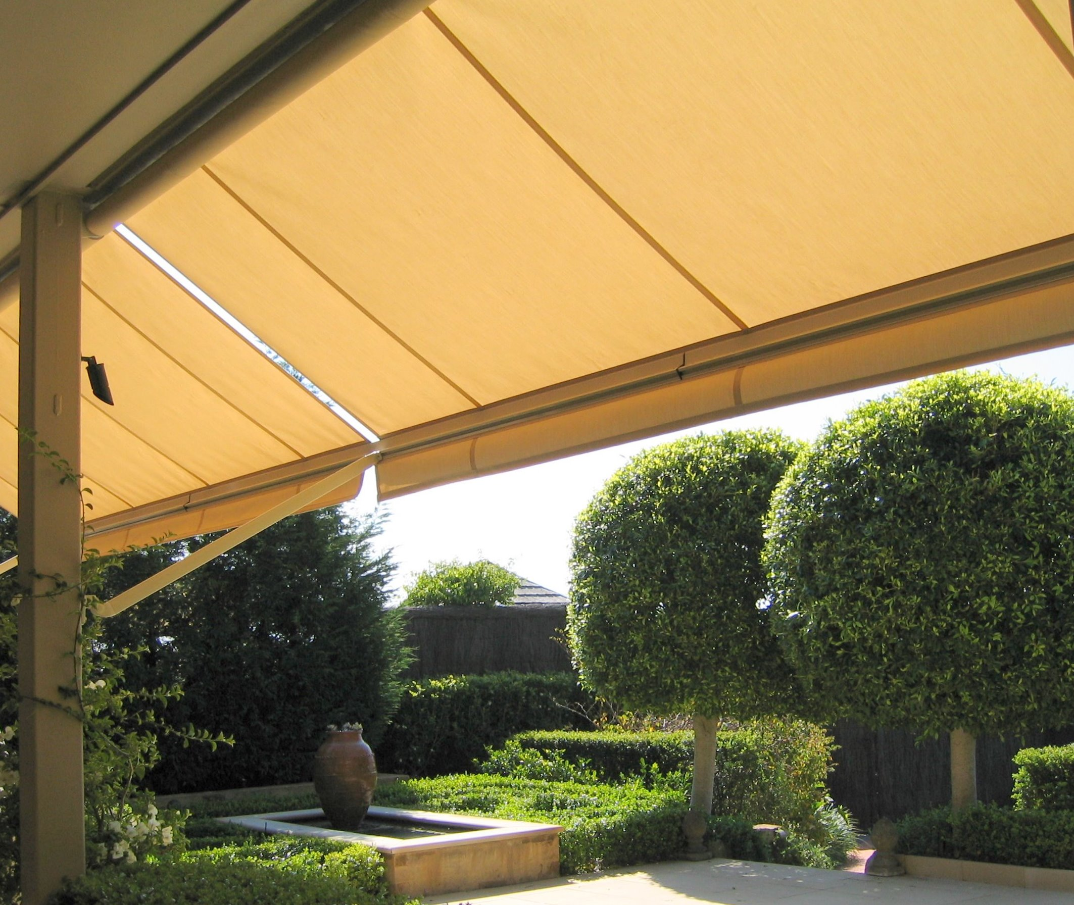 pivot-arm-awning-sydney & Pivot Arm Awnings - Sydney