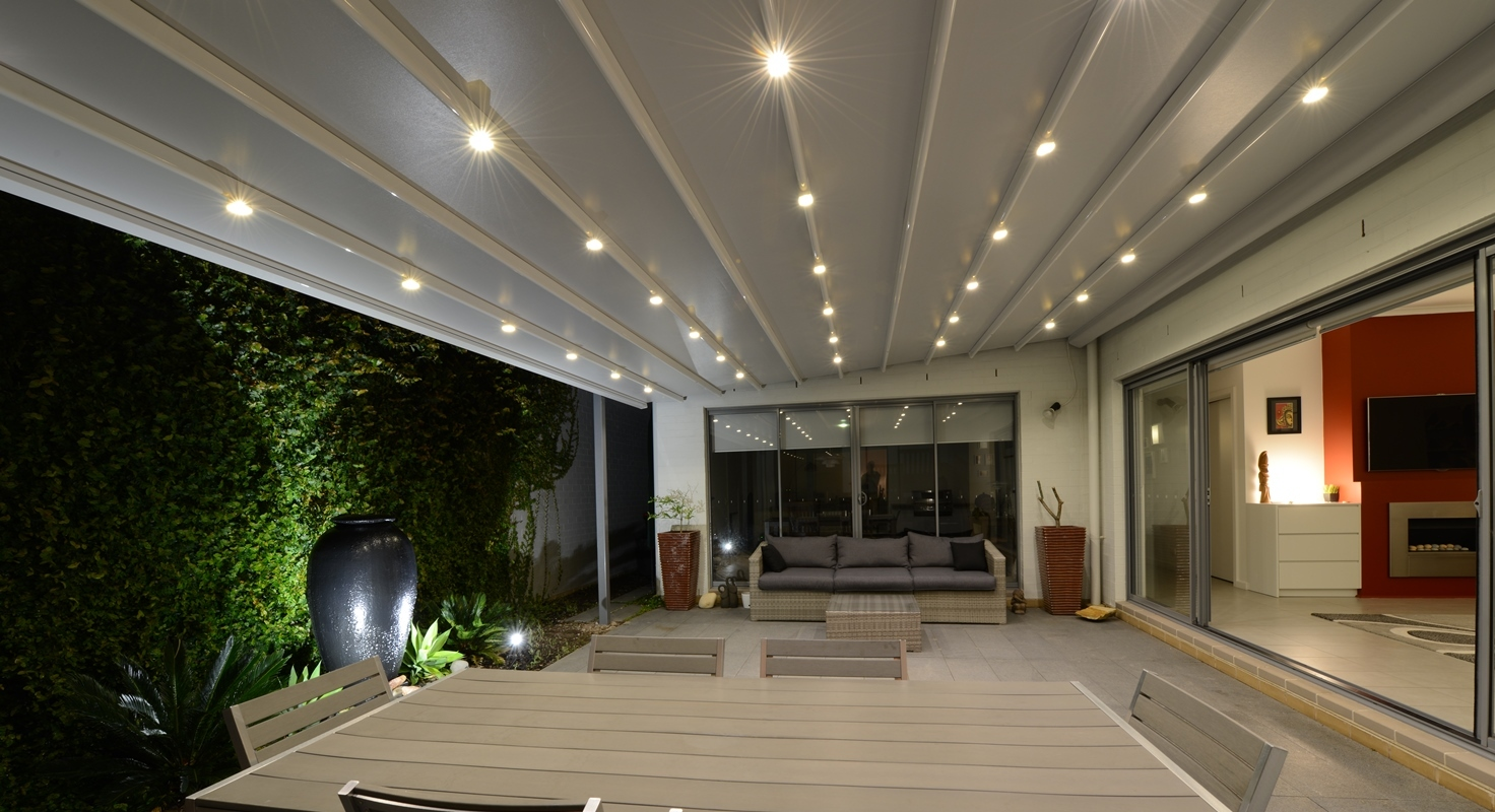 retractable_roof with_lights_courtyard